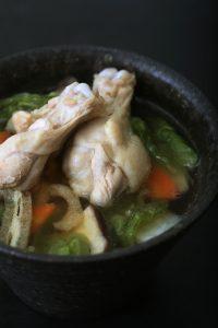 日本橋だし研究所の無添加塩分フリーのだしパックを使った和風手羽先スープ