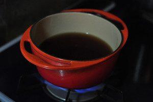 調味料を入れ沸騰