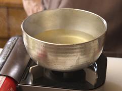混ぜ合わせたら強火にかけて、沸騰させる。