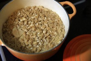 炊きあがったら、10分程蒸らして、全体に生姜がまざるように混ぜ合わせる。