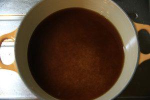 鍋に洗った米と白だし、調味をいれ一混ぜする。