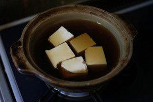 2の合わせだし汁を加えて火にかけて、一煮立ちさせる。