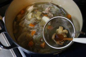 味噌を加え、足りなければ仕上げに塩で味をととのえる。